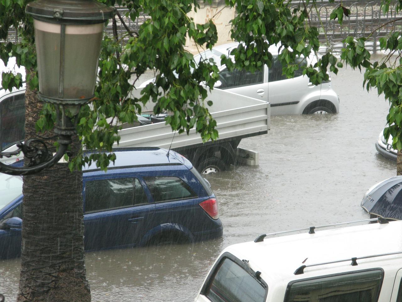 Hochwasser, Gewitter, Wasserschaden, Sturmschaden